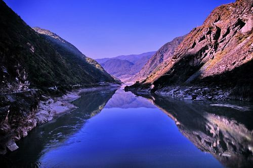 The upper part of Tiger Leaping Gorge